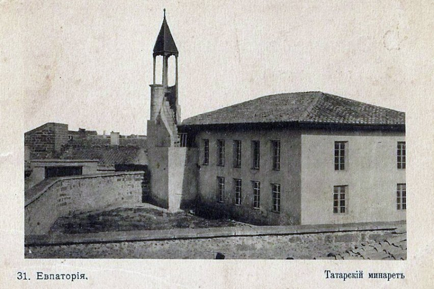 Old-tatar-mosque-in-Evpatoria