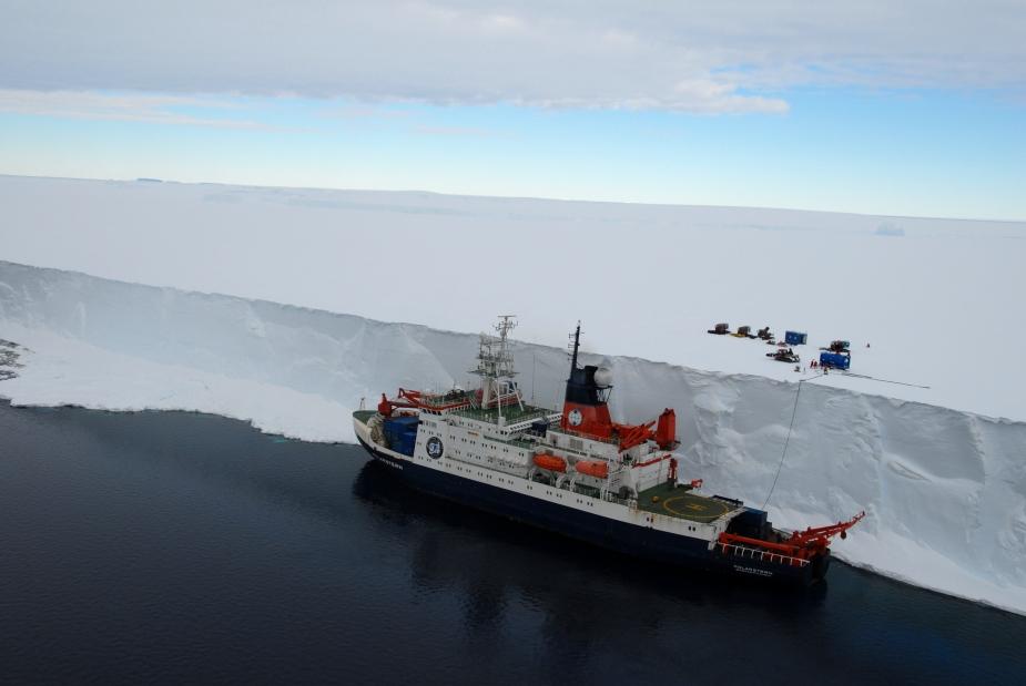 выгрузка топлива на шельфовый ледник